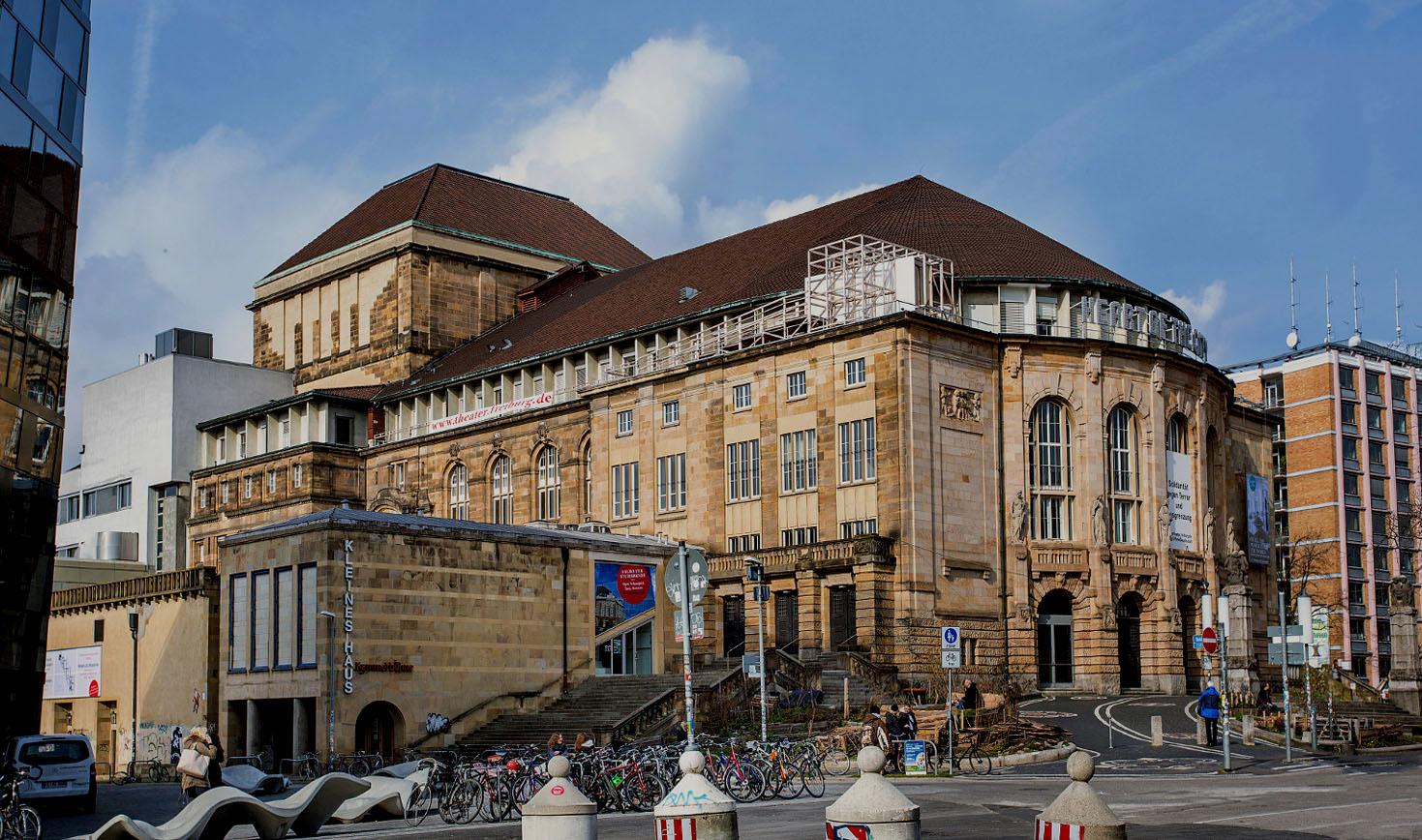 STADTBILD<br>Wiederaufgebaut<br>Stadttheater Freiburg heute